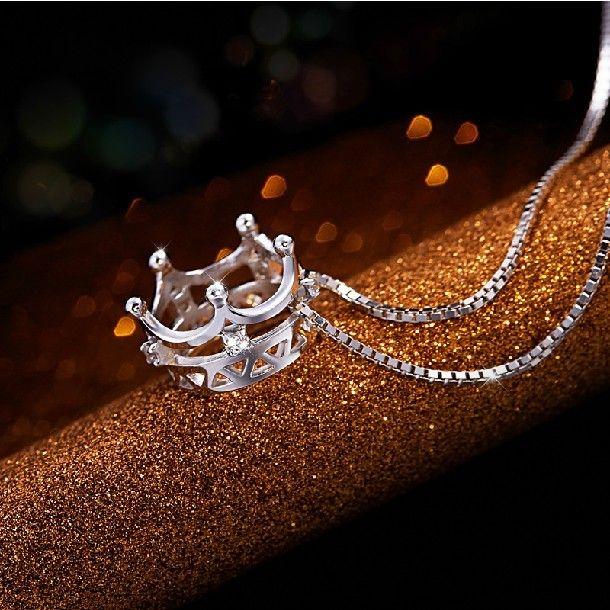 Stunning And Shining Swiss Rhinestone Decorated Crown Pendant Woman's Sterling Silver Necklace