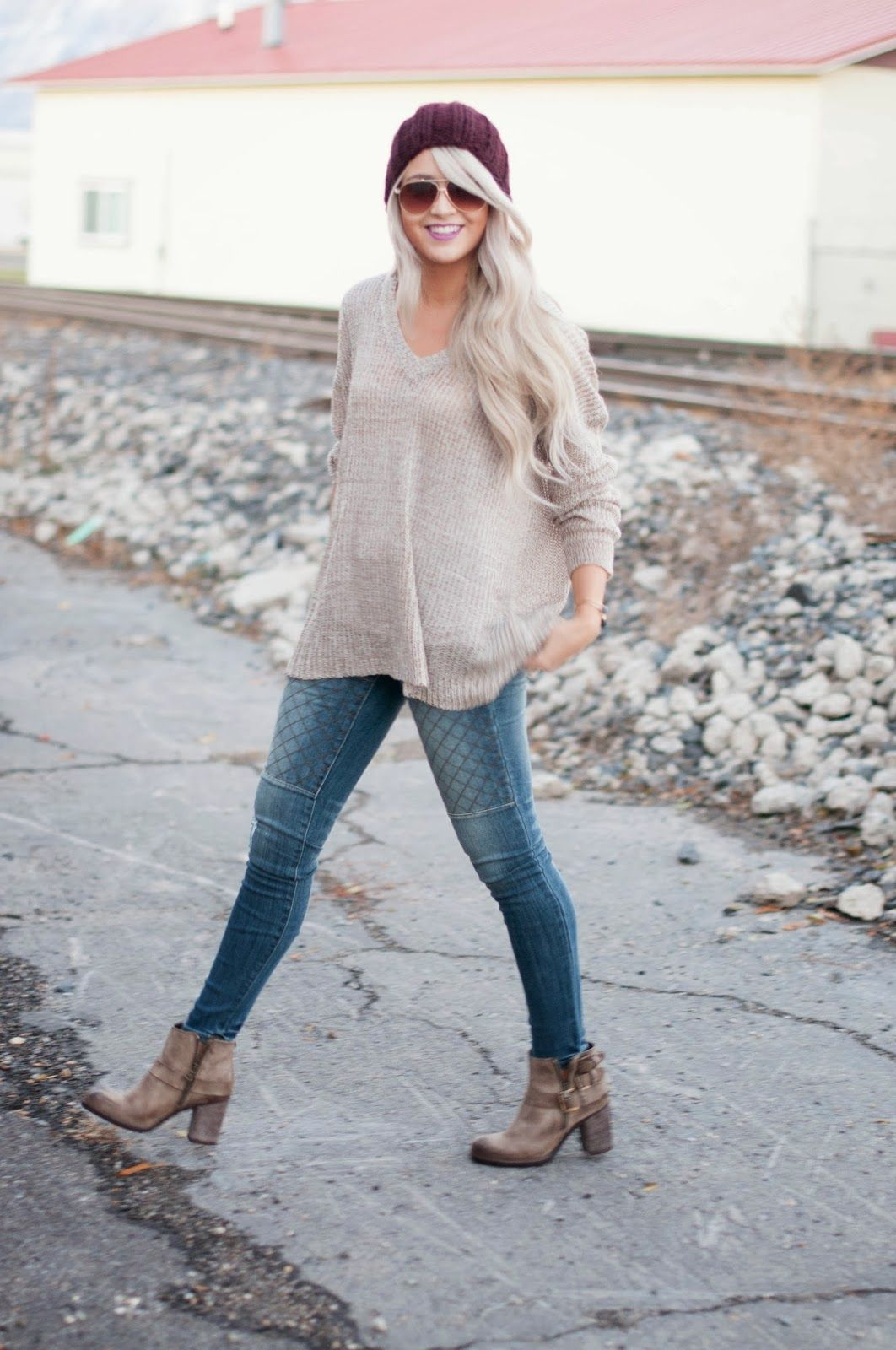 0e4dc91ac42be7 Love this outfit. Denim + Oatmeal fine knit jumper + ankle boots ...