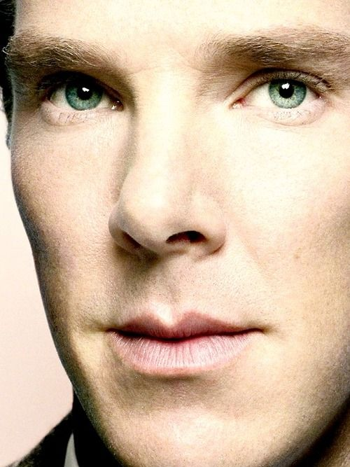Ben's eyes look teal here.