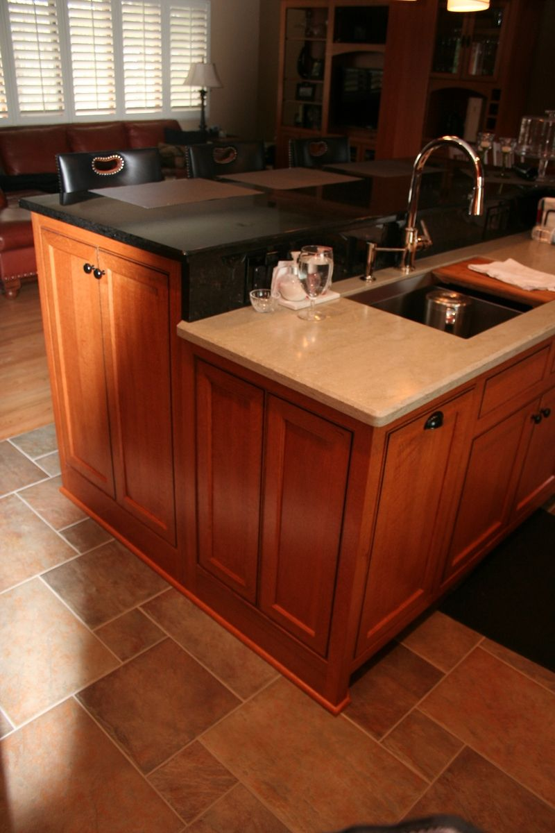 Custom Quarter Sawn Oak Kitchen Cabinets I Love This Floor Too Kitchen Flooring Oak Kitchen Oak Kitchen Cabinets