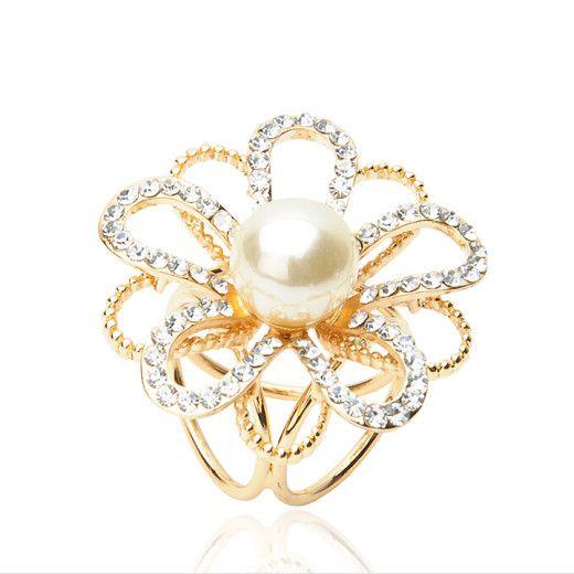 Elegantná brošňa s kryštálmi a perlou v tvare kvetu