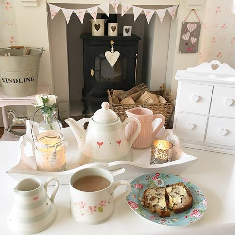 Friday Afternoon must be time for tea and homemade cake 😊 #hugsandhearts_ #cottagelife #cottagestyle #cottagestyle #susiewatson
