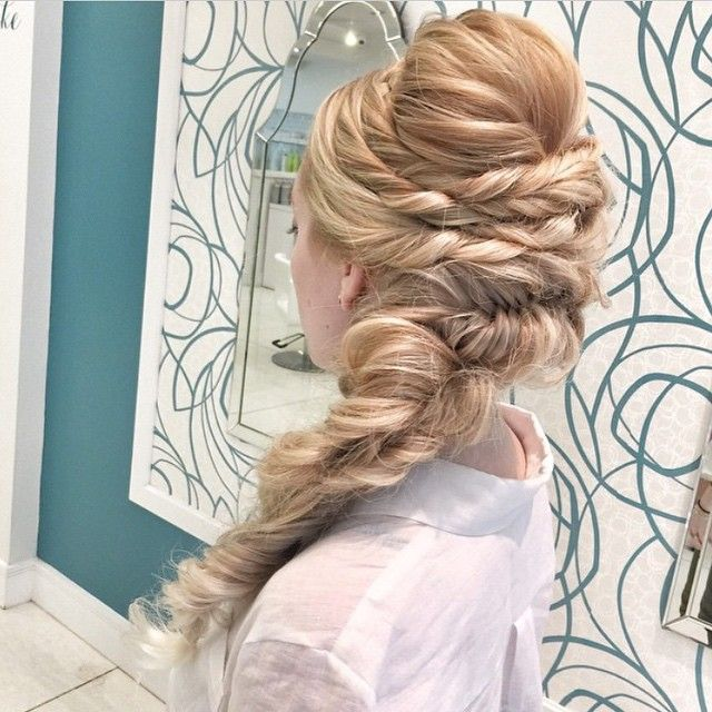 sideswept big braid!  ~  we ❤ this! moncheribridals.com