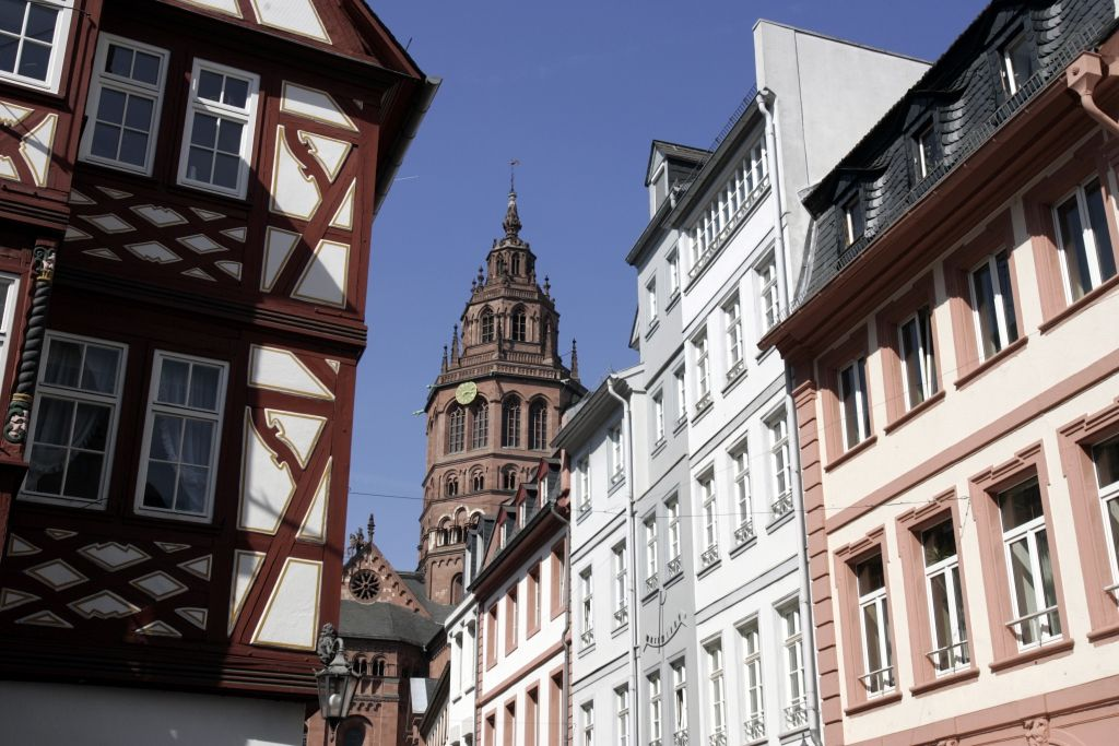 "The Mainz cathedral surrounded by the old houses at the ""Augustinerstraße"". ©Landeshauptstadt Mainz"