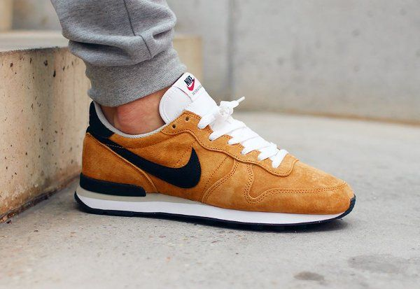 nike internationalist women bronze