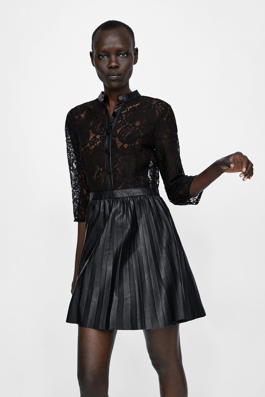 Vestido negro efecto piel zara