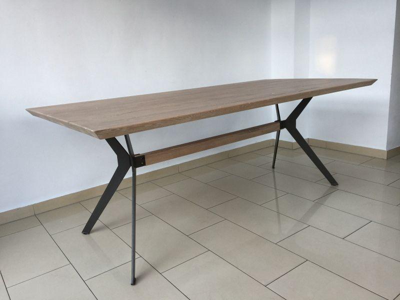 Esstisch modern massiv  Esstisch modern Eiche massiv. Tisch Eiche. | Tische, Esstische ...