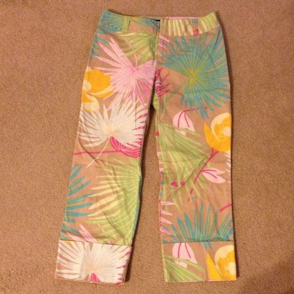 Tropical Print Vintage Gap Capris These capris have such a fun tropical print that reminds me of Hawaii. In excellent condition-- only worn a couple times. Pattern is bright, yet classy. Similar to Anthropologie. GAP Pants Capris