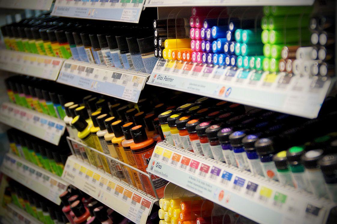 Alles was #bunt macht! Von #Acryl über #Oelfarbe und #Tusche bis hin zur #Wasserfarbe. Bei unserem Sortiment an #Farben bleibt kein Wunsch offen.