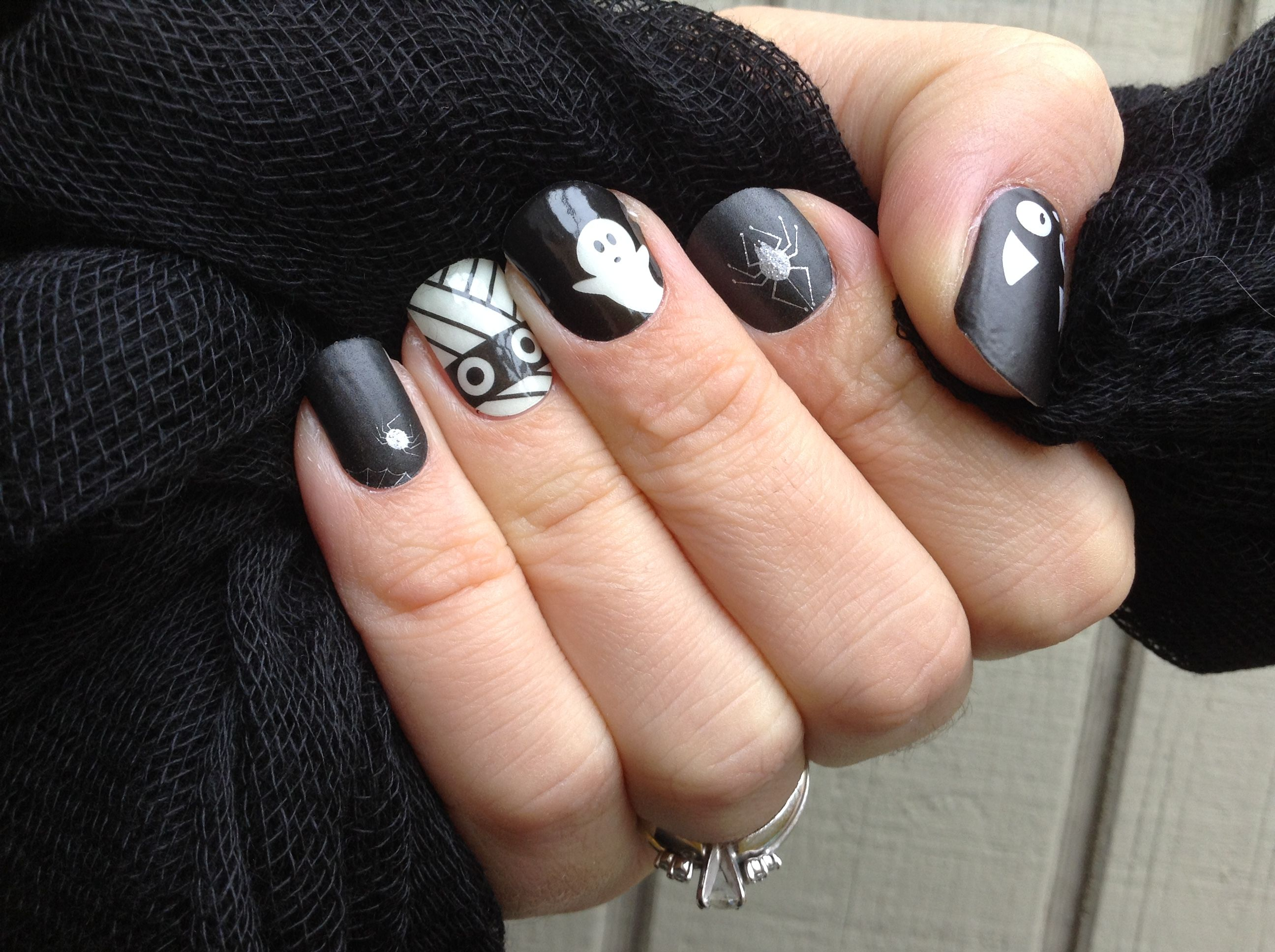 Jamberry Halloween manicure #itsybitsyjn #allwrappedupjn #ghoulyghostsjn #doubletroublejn #gabbysjams
