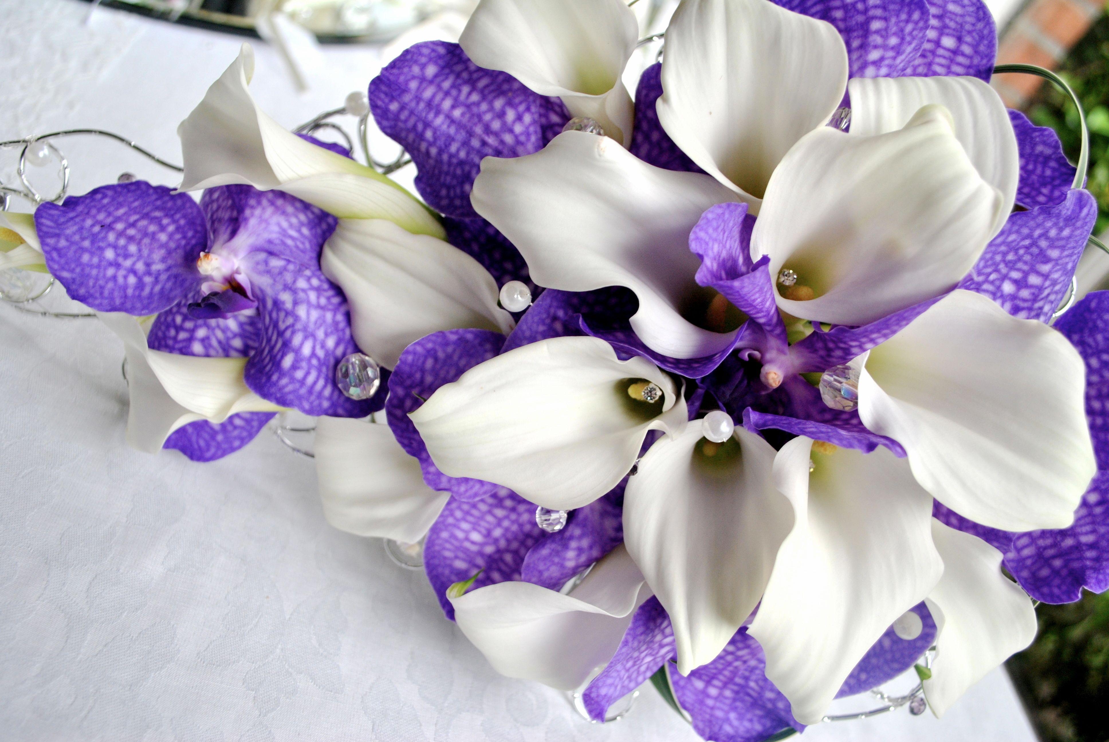 Purple and white wedding flowers laurel weddings wedding stuff purple and white wedding flowers laurel weddings izmirmasajfo