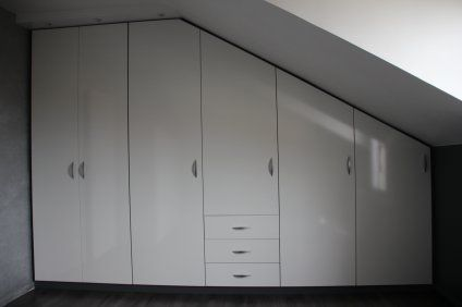 placard sous pente chambre mansard rangement sous pente rangements for the home. Black Bedroom Furniture Sets. Home Design Ideas