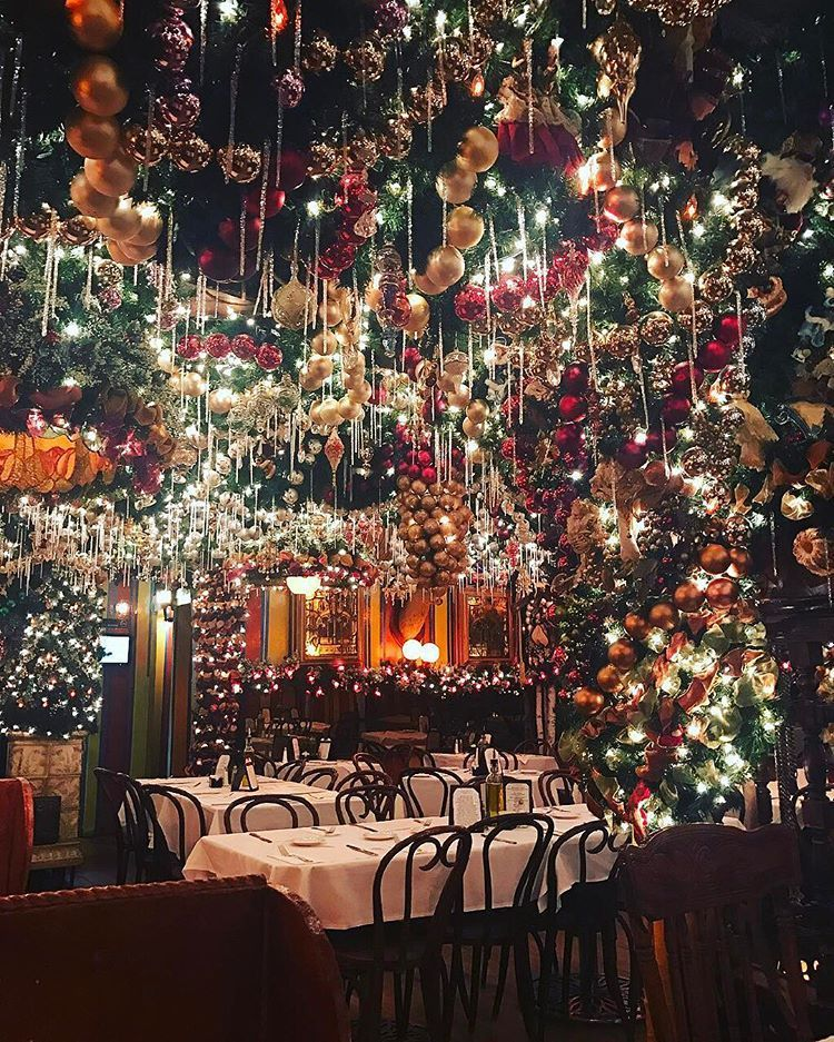 More Christmas magic in New York ✨🎄 Tag who you'd drink eggnog with here 🍻 ?    (📸: tagged) christmasscenes #whitechristmas #christmasinthecity #newyorkchristmas #christmastimeishere #christmasmood #christmasinnewyork #beautifulchristmas #christmaslights