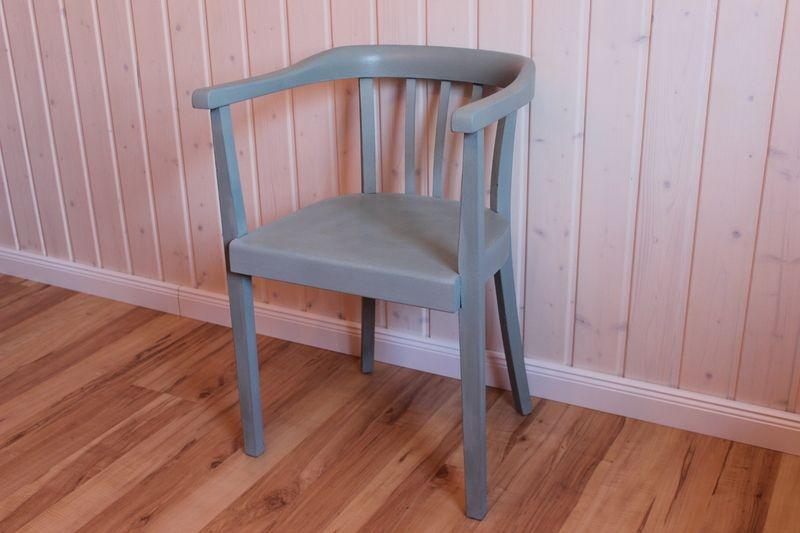 Shabby Stil Möbel schöner alter stuhl im shabby stil der rabe im schlamm auf