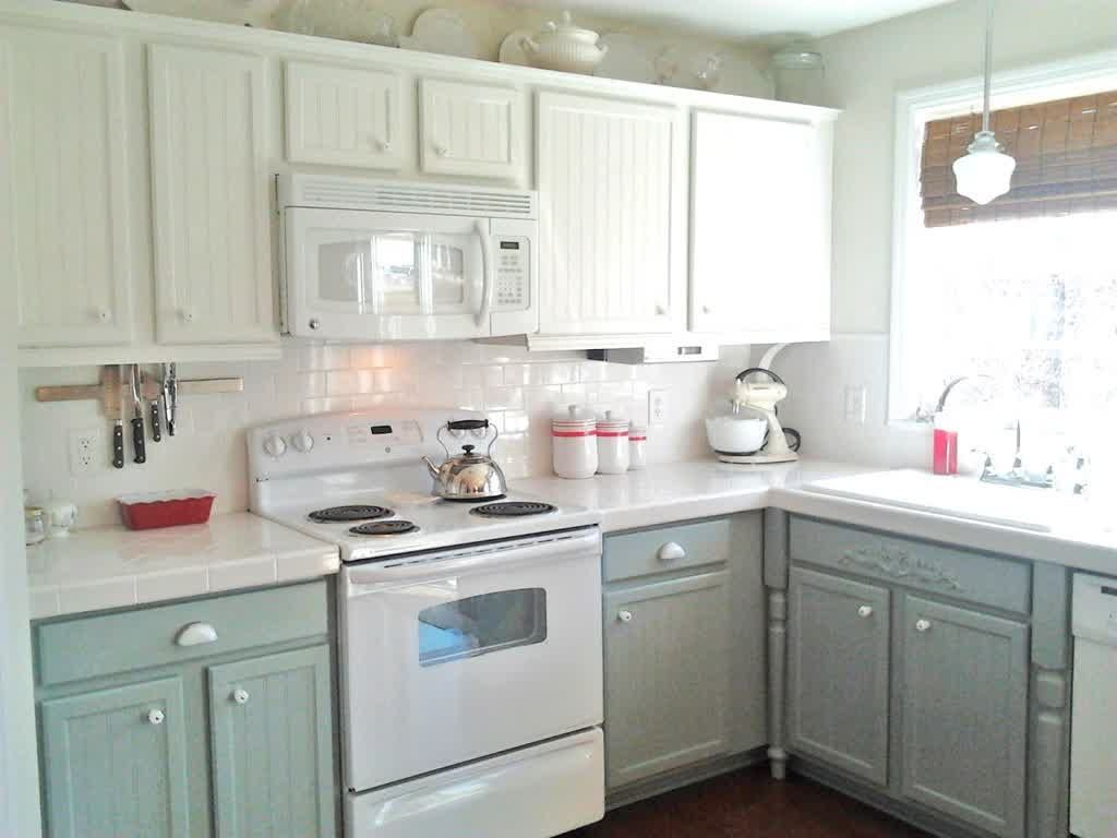 White kitchen cabinets with white appliances decoration ideas