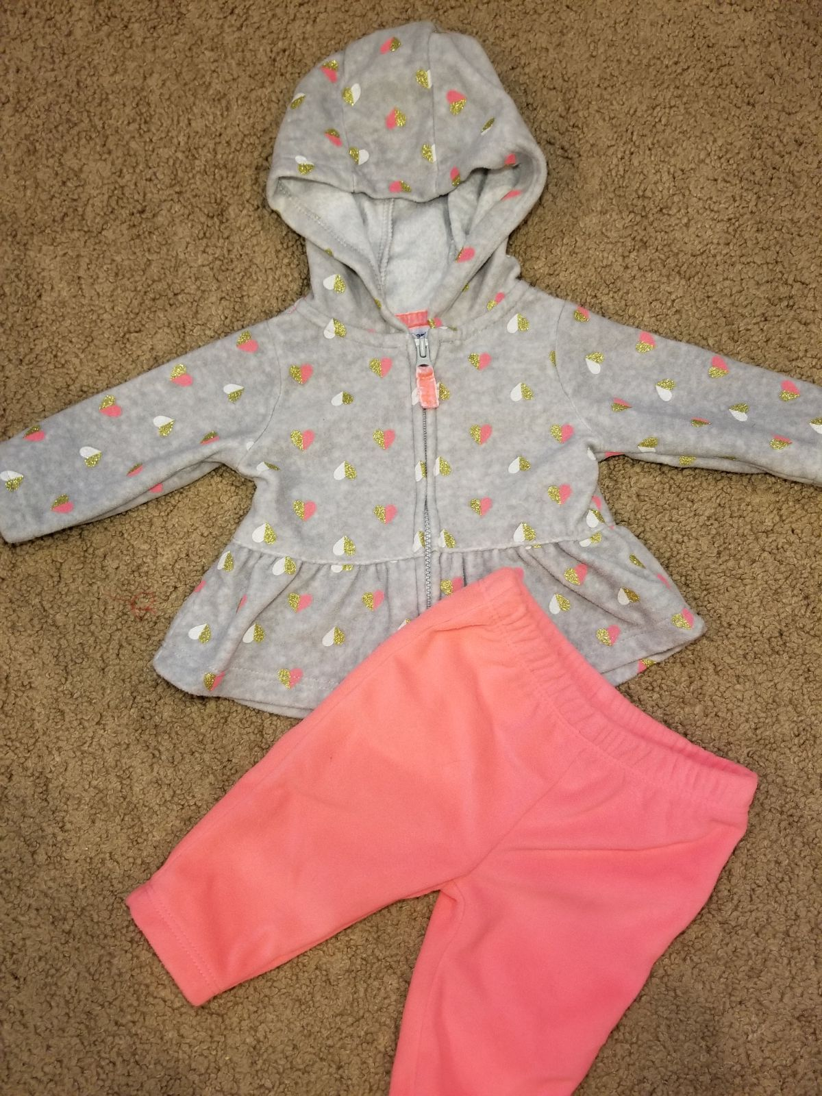 c5c4b8437 Brand new!!! Super adorable Carter's 2 piece fleece zip up hoodie and  pants. Size Newborn. So soft and warm! Just wait til you see how seriously  cute this ...