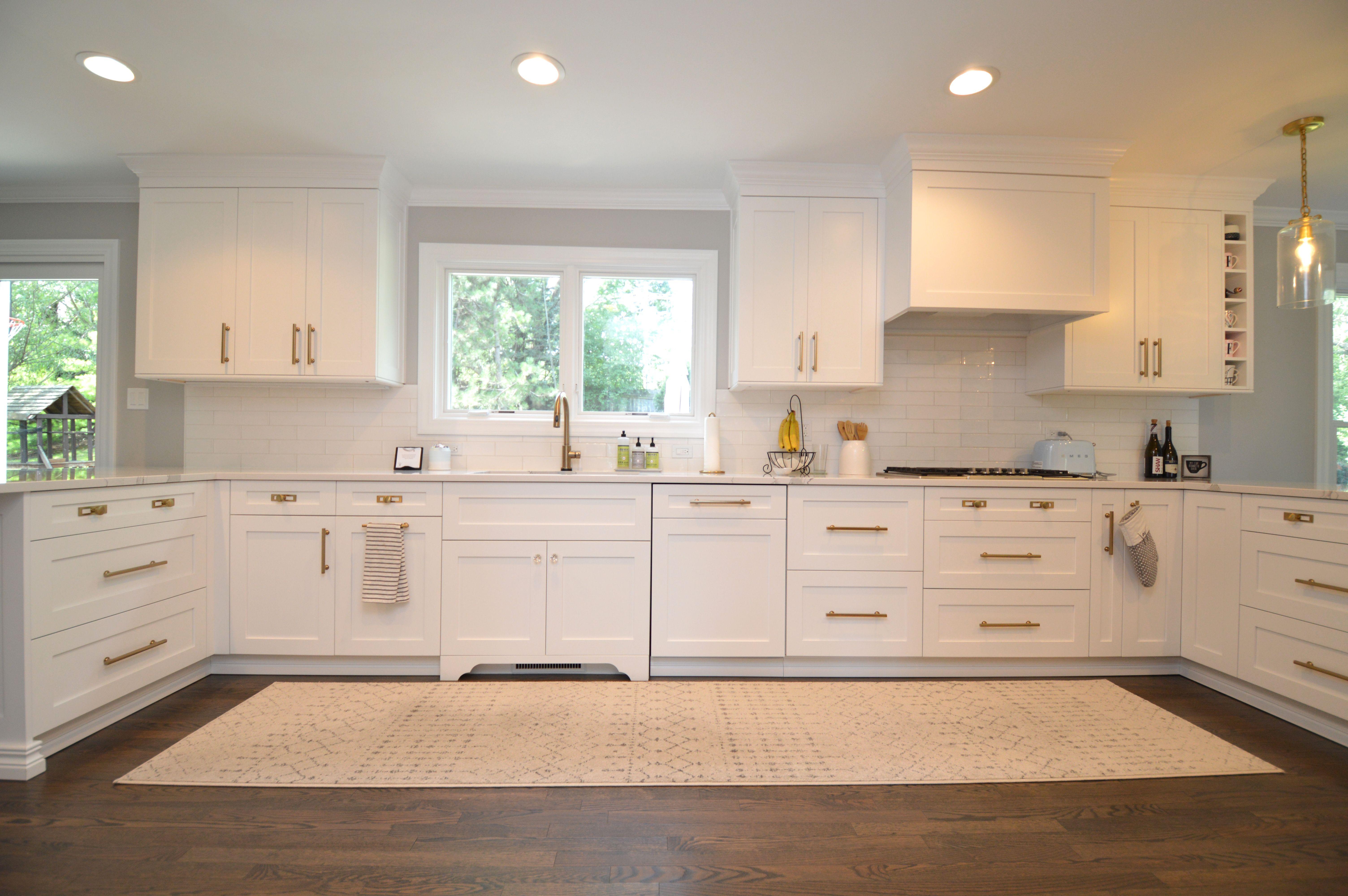 White Kitchen With Quartz Countertops, Frameless Sorrento