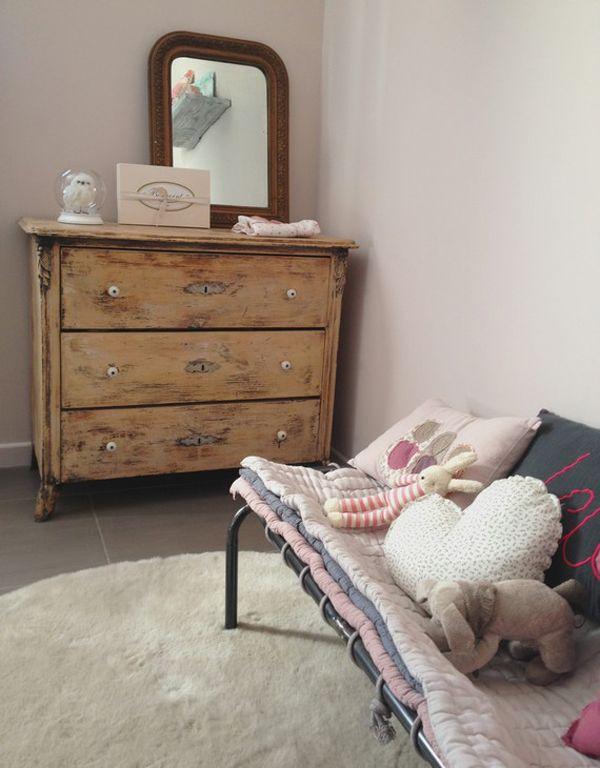 Dormitorio infantil de ni a una habitaci n de beb con for Objetos decoracion habitacion bebe