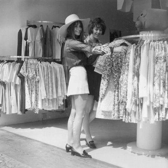 Boutique Shopping On Kings Road 1960s This Sooo Us Sixties Fashion Shopping Outfit Fashion Photo