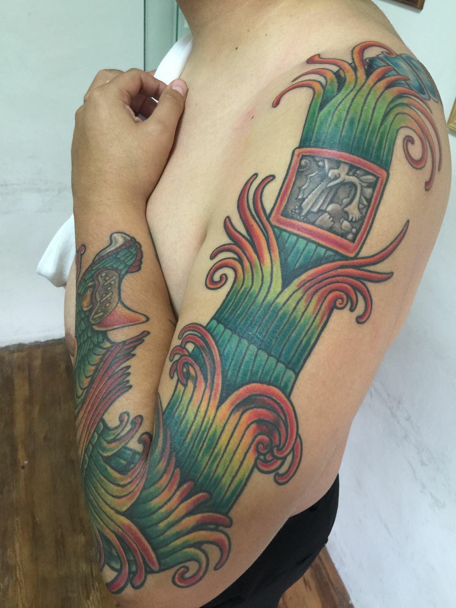 Tatuaje ceremonial de Quetzalcoatl, danza azteca y temazcales, arte,  Hecho por Osvaldo Castillo. Estudio Tatuajes Ofrenda de Sangre, Ciudad de México. Constantino