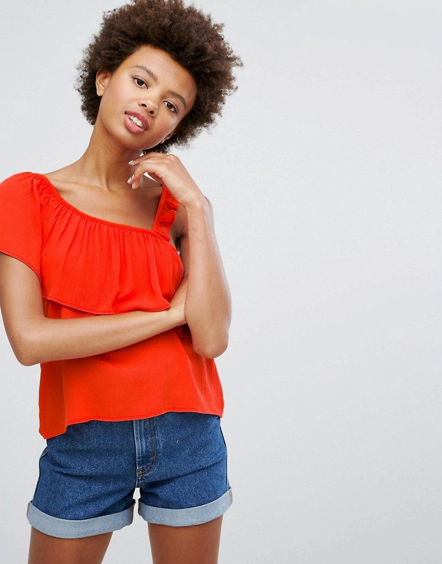 Buy it now. Pull&Bear Top With Asymetric Ruffle - Red. Top by Pull Bear, Woven fabric, Asymmetric shoulder, Ruffle overlay, Regular fit - true to size, Machine wash, 100% Viscose, Our model wears a UK S/EU S/US XS. Born in the 90s, Pull Bear aren�t ones to suffer stereotypes. With a big nod to street style, Pull Bear go for an androgynous look, adding grunge influences and cool, sportier elements across a laidback and easy-wearing collection of denim, coatigans and skater dresses…