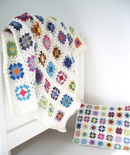 Granny Square blanket and mini cushion | crocheted | Croché, Manta ...