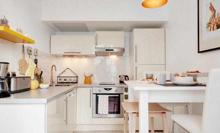 kleine IKEA Küche in L-Form in Hochglanz Weiß | kitchen ...