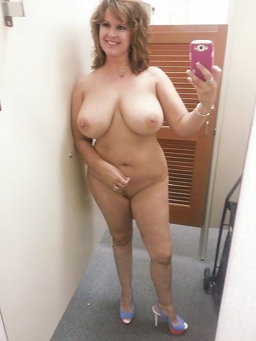 Moms dressing room nude selfies can not