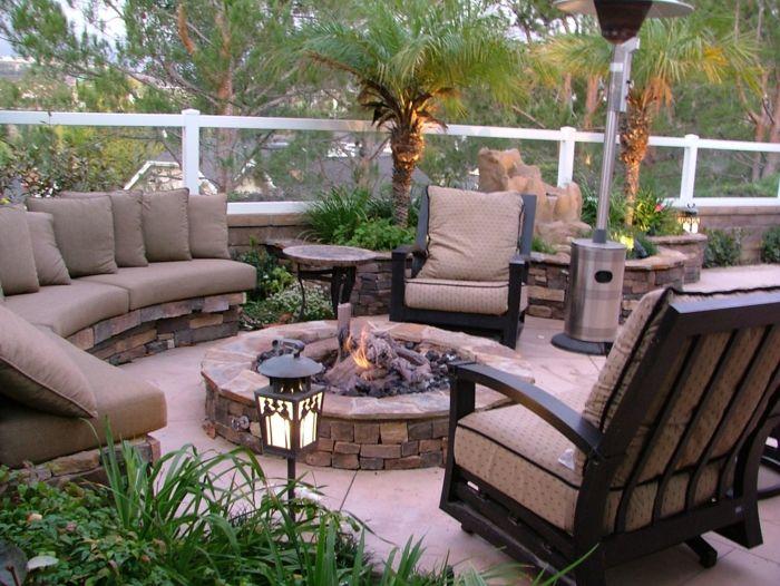 terrasseb ideen garten dekorieren kamin in der garten terrasse sessel sofa pflanzen palmen - Deck Ideen Mit Kamin