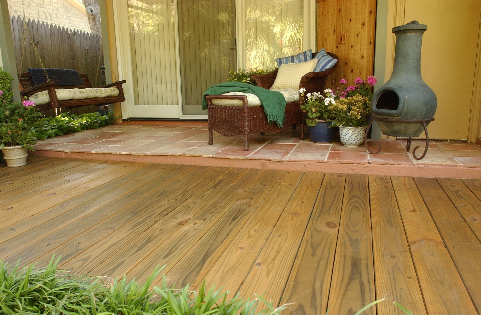 Thompsons Water Seal Waterproofer Plus With Images Thompsons Deck Colors Staining Deck