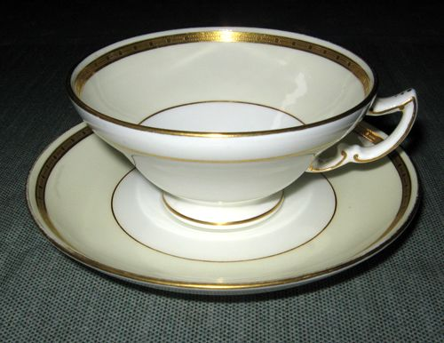 George's Vintage Pottery - Dinnerware