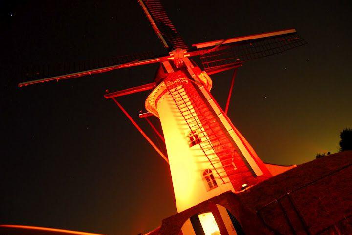 De Keenter Sint Annamolen 's avonds in het volle LED-licht