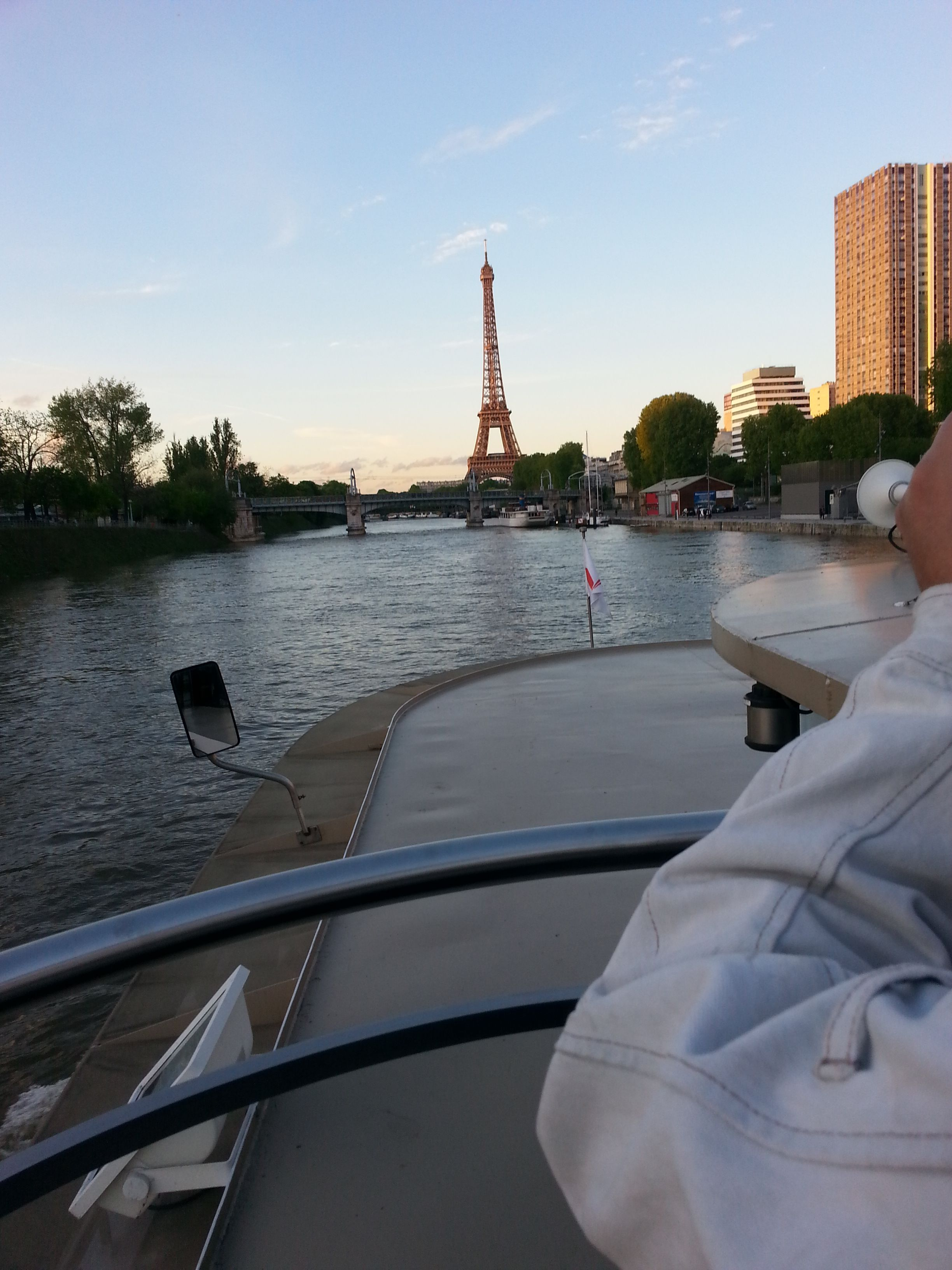 Did you miss the Tour Eiffel in my other pictures? Here's one more chance to look at it as seen from the Seine.