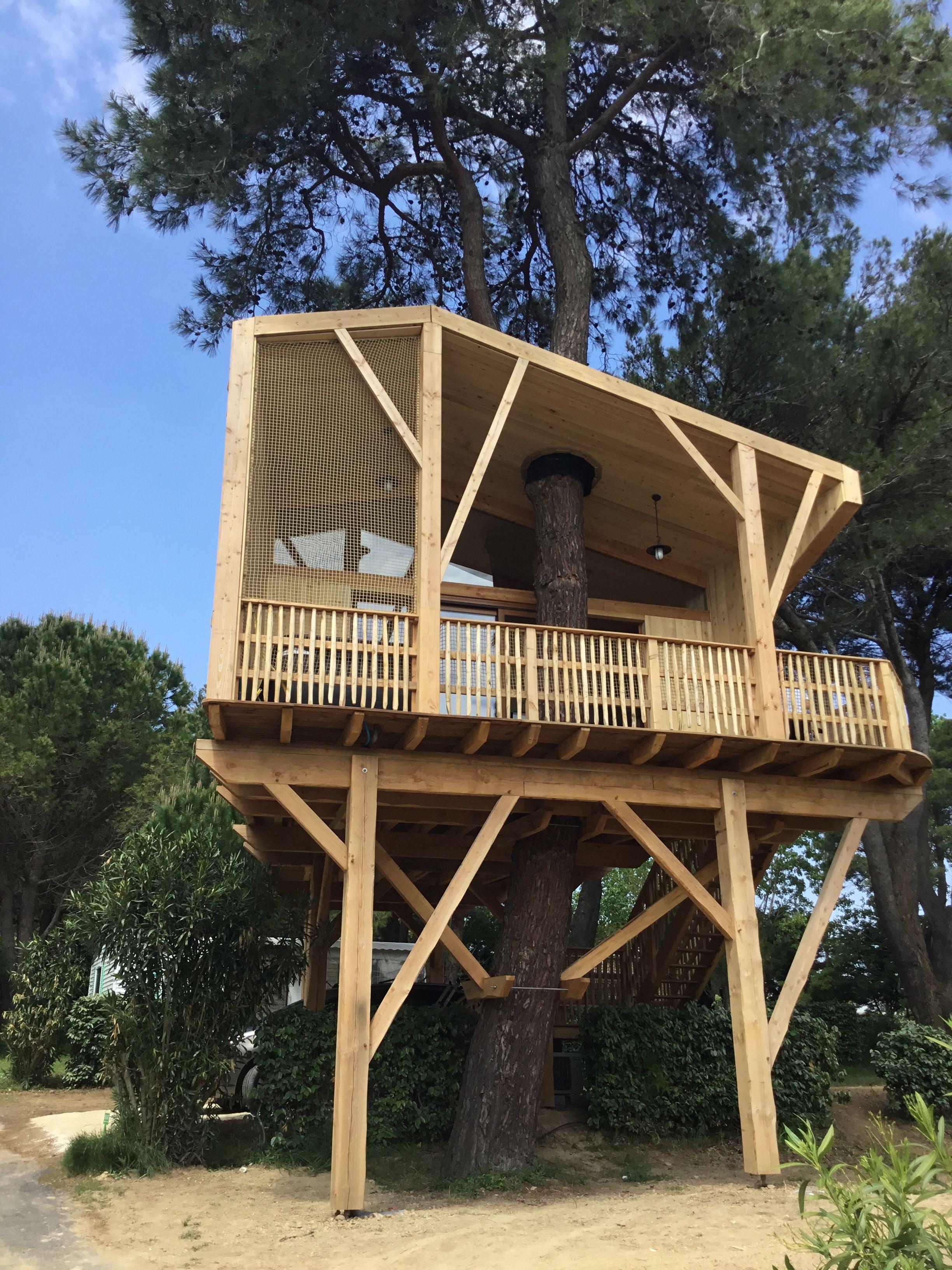 Un Vrai Nid Douillet Dote D Un Jacuzzi Au Calme Et Au Plus Proche De La Nature Glamping Camping Mediterranee Cab Glamping Camping Cabane Dans Les Arbres