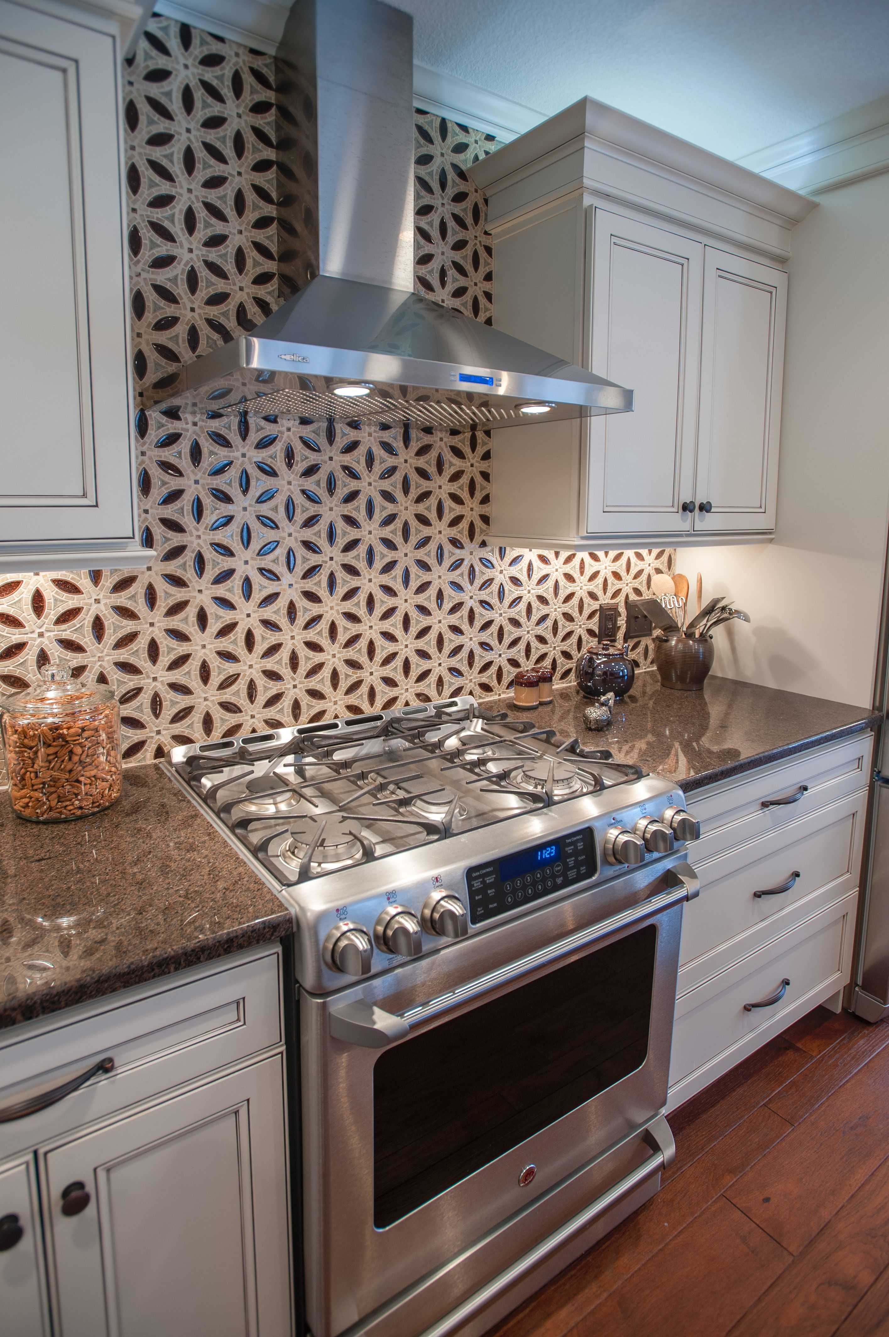 Designed By Kitchen Design Plus Toledo Ohio Kitchen Design Kitchen Kitchen Cabinets
