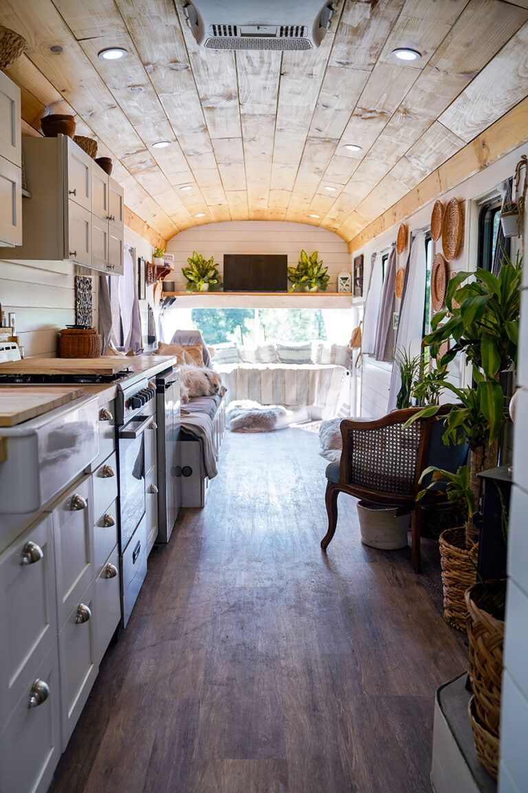 This couple ditched the burbs to travel in their converted skoolie with a casual bohemian interior! Photos and design from @happyhomebodies / Featured on MountainModernLife.com #busconversion #convertedschoolbus #skoolie #skookieconversion #modernskoolie #tinyhomeonwheels #rvlife #modernfarmhouse #casualboho #schoolbusconversion #tinyhome #skoolietour #designvibes #lessstuffmorehome