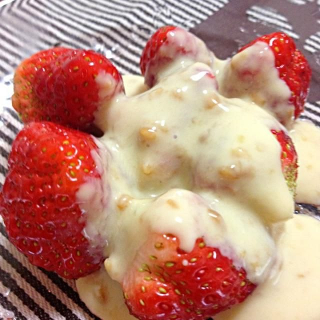 醤油麹、ヨーグルト、蜂蜜を多めに混ぜて苺にかけたら、うんヾ(@⌒ー⌒@)ノ美味い!ってかんじーー!! - 40件のもぐもぐ - 醤油麹ヨーグルトかけ! by 江里子