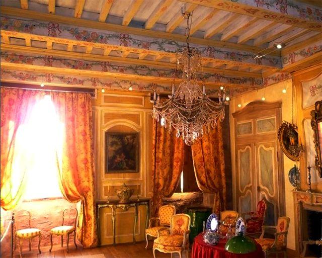 Grand livingroom...