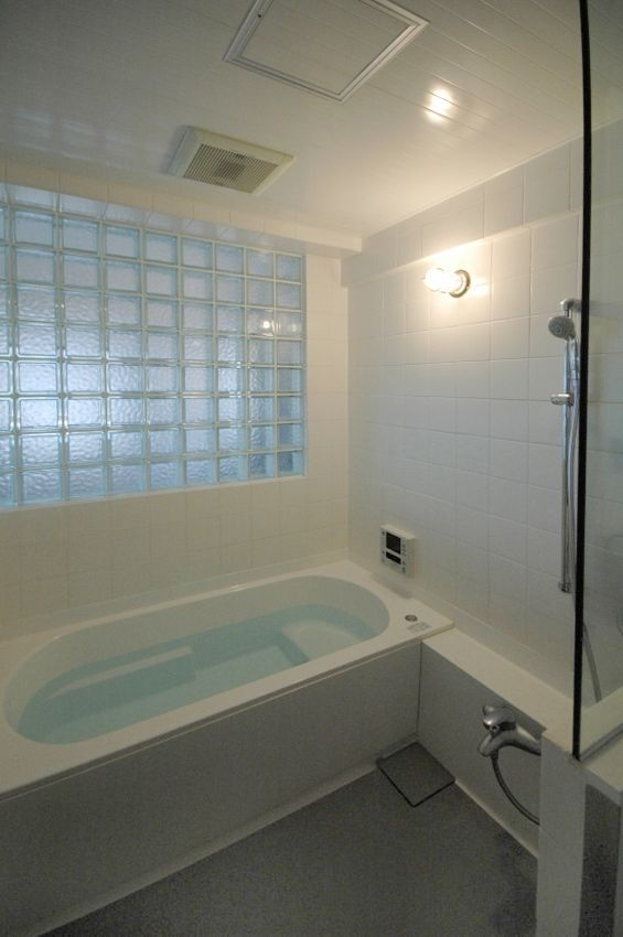 ガラスブロック を使って部屋に柔らかな光を取り込もう 浴室