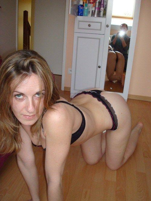 milf nude model on knees