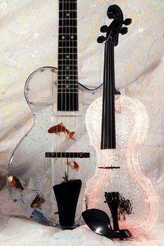 Akva Kanal Guitar Violin Music Room