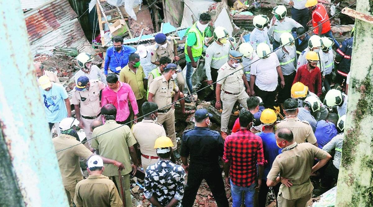 Mumbai Four Dead Three Hurt As Portion Of Building Caves In Lift At Construction Site Collapses Construction Site Washing Clothes Collapse
