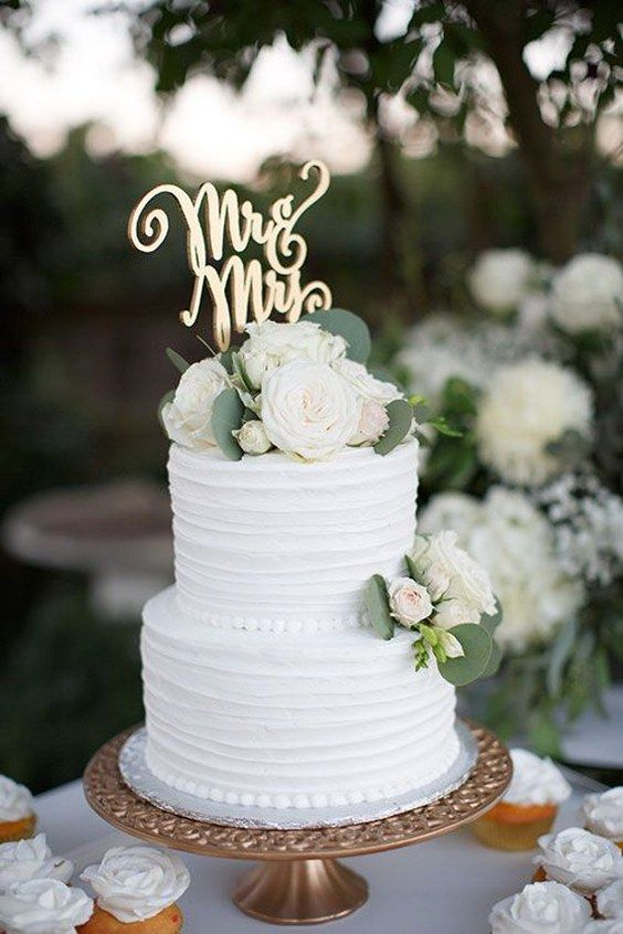 60 Simple Elegant All White Wedding Color Ideas Wedding Cake Bride Tiered Wedding Cake Green Wedding Cake