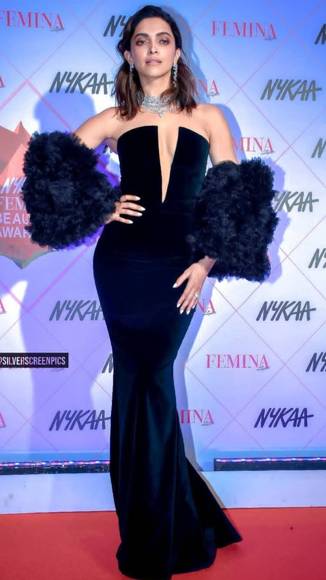 Pin By Vidushi Rathore On Deepika Padukone In 2020 Bollywood Celebrities Formal Dresses Fashion