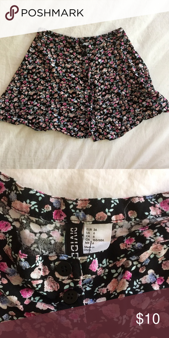 H&M Button Up Floral Circle Skater Skirt Floral skirt from H&M. Button up front. Size 6. 🌸**Buy more and save!!! 25% off all bundles of 2 or more items!!**🌸 H&M Skirts Circle & Skater
