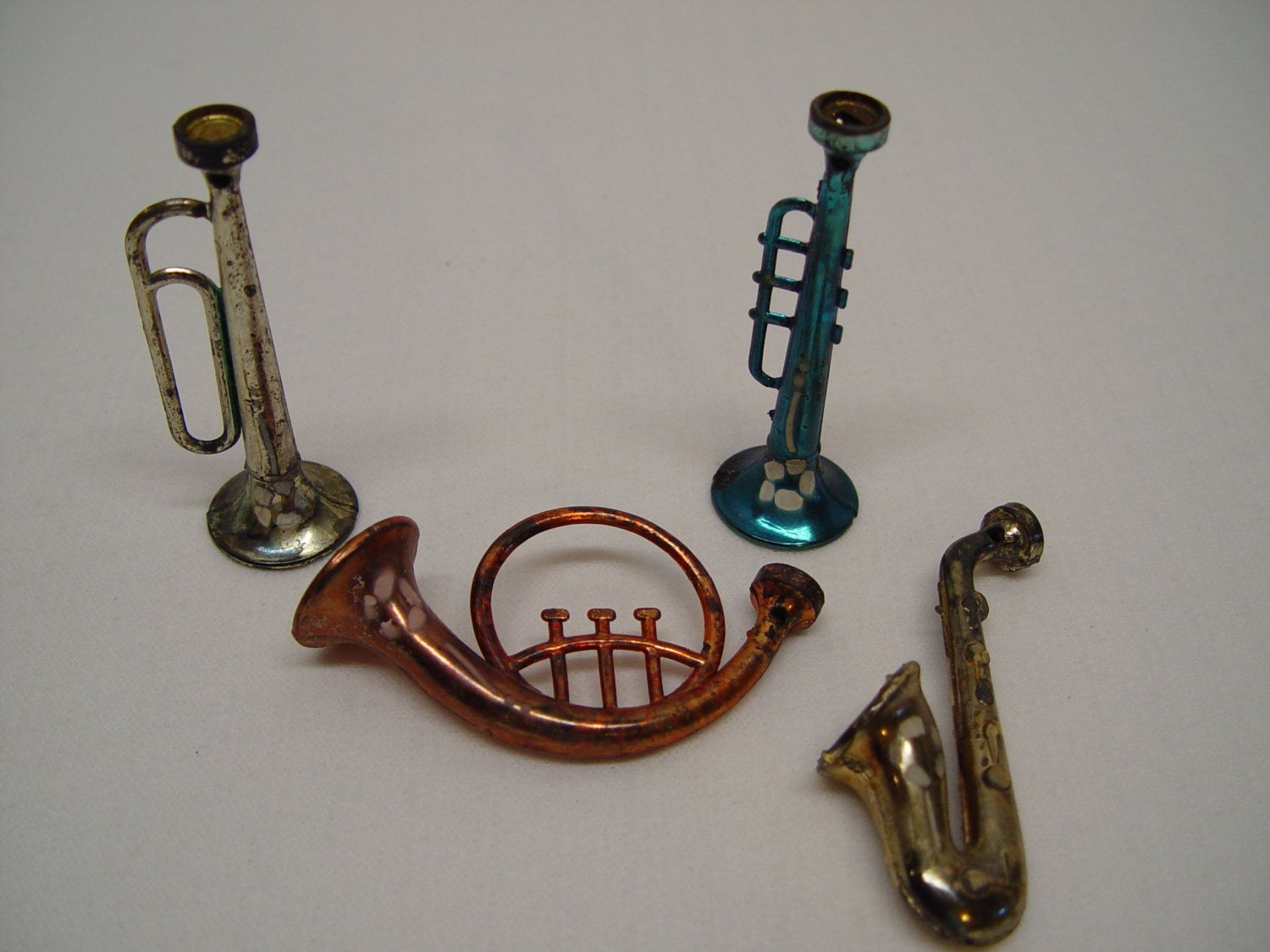 Musical instruments ornaments - Set Of 4 Vintage Plastic Christmas Ornaments Musical Instruments Vintage Christmas