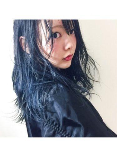 パッと見は黒に近いけど 光が当たるとキレイな青に発色する