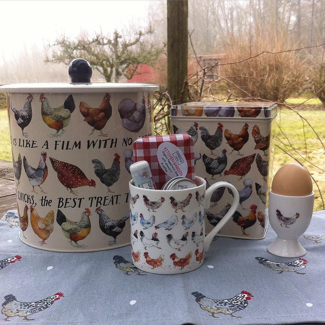 Organic soaps & lipbalms fit nicely into my easter mug ! Happy Sunday everyone ! #höns #påsk #kökshandduk #sophieallport #äggkopp #emmabridgewater #kexburk #förvaringsburk #kaffeburk #hönsmugg #hönsprylar #britishfarmhousewebshop by british_farmhouse