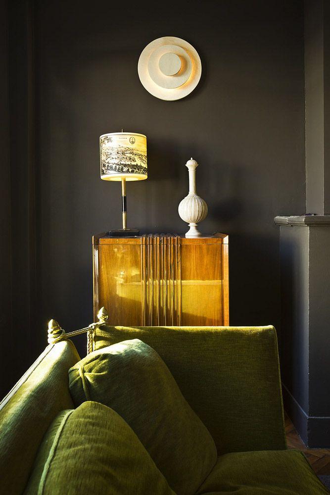 starke kontraste ziehen sich an wohnen mit farbe wohnzimmer wandfarbe und dekor. Black Bedroom Furniture Sets. Home Design Ideas
