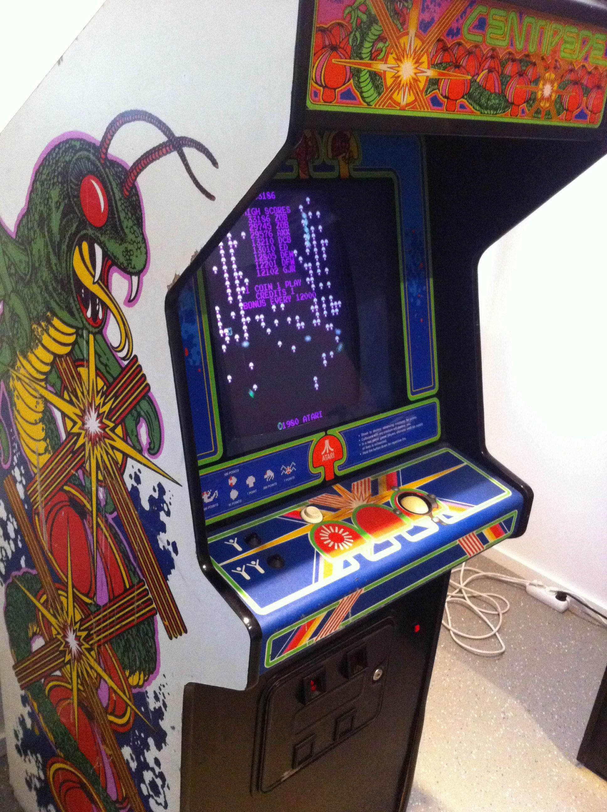 The only Way to Play: Centipede Cabinet with a Trackball | A gamers